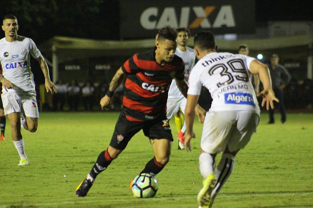 Santos e Vitória entram em campo às 19h (horário de Salvador) desta  segunda-feira (16) 381f74802ab7e
