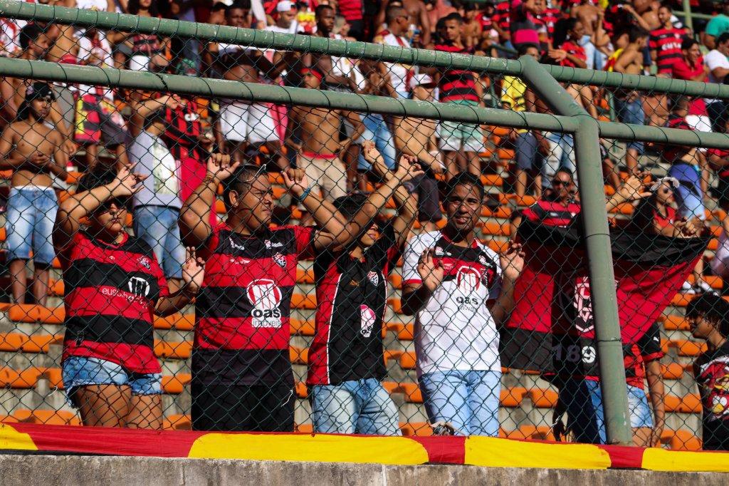 03a006f793bcd Uma confusão com ingressos no Estádio de Pituaçu