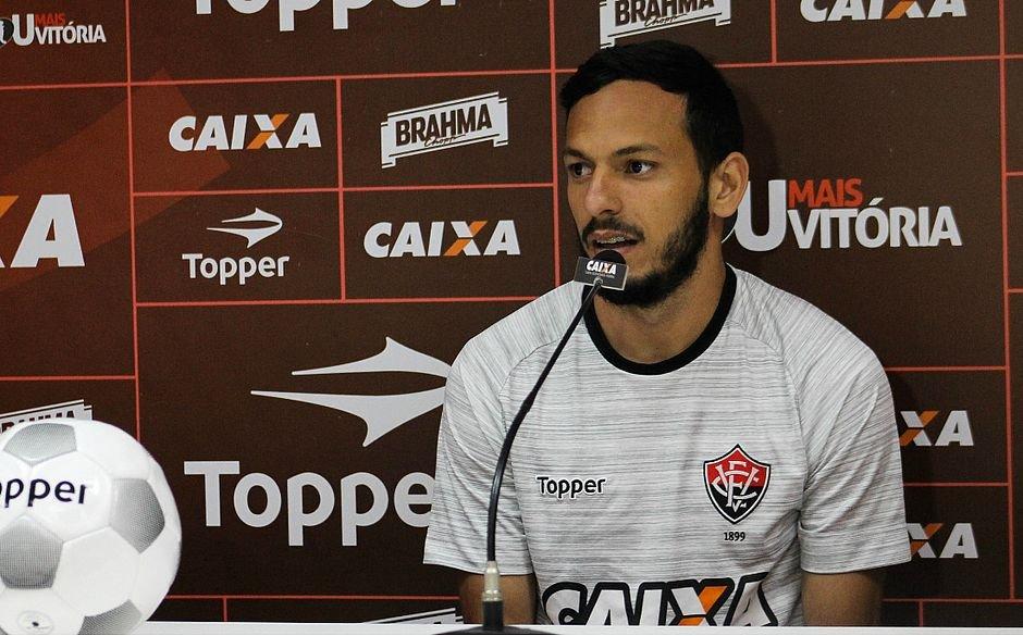 Até 2020! Vitória renova contrato de meia - Notícias - Galáticos Online 14e28473945c5