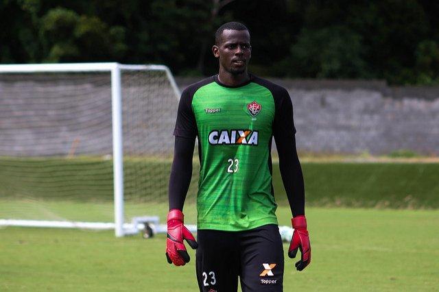fd5f09566c ... finalmente o Esporte Clube Vitória acertou a renovação do goleiro Caíque  que assinou com o clube até dezembro de 2020. O novo contrato foi publicado  no ...