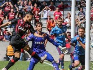 Com primeiro tempo arrasador, Atlético-PR vence o Flamengo na Arena da Baixada