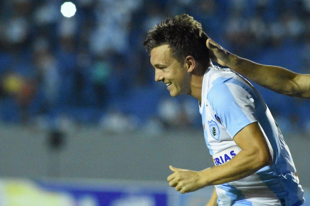 ... última sexta-feira (31) a equipe do Londrina venceu o Atlético-GO pelo  placar de 4 a 1 5c0d2fccc9d13