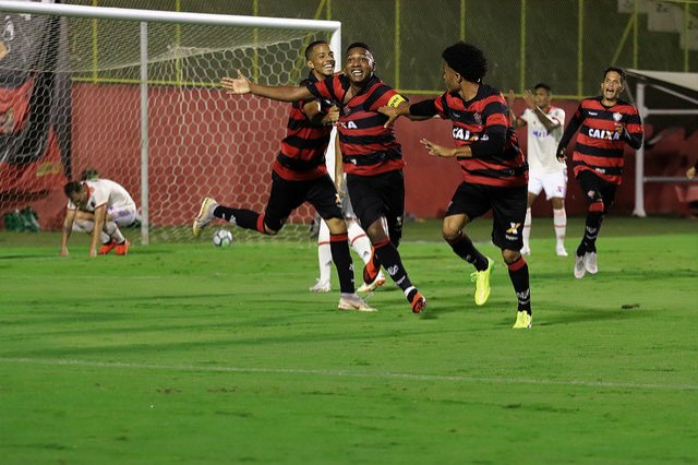 da433d4932dd6 É hoje! Vitória e Palmeiras iniciam decisão do título do Brasileirão ...
