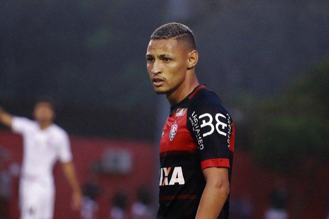 498e75684aeb9 Antes de marcar contra o Corinthians