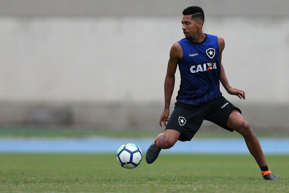 Botafogo encaminha transferência de Matheus Fernandes para clube ... 9cc202025a3e0