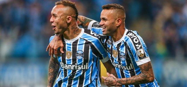 Gigante europeu pode oferecer até R  145 mi por atacante do Grêmio -  Notícias - Galáticos Online 03000b517defd
