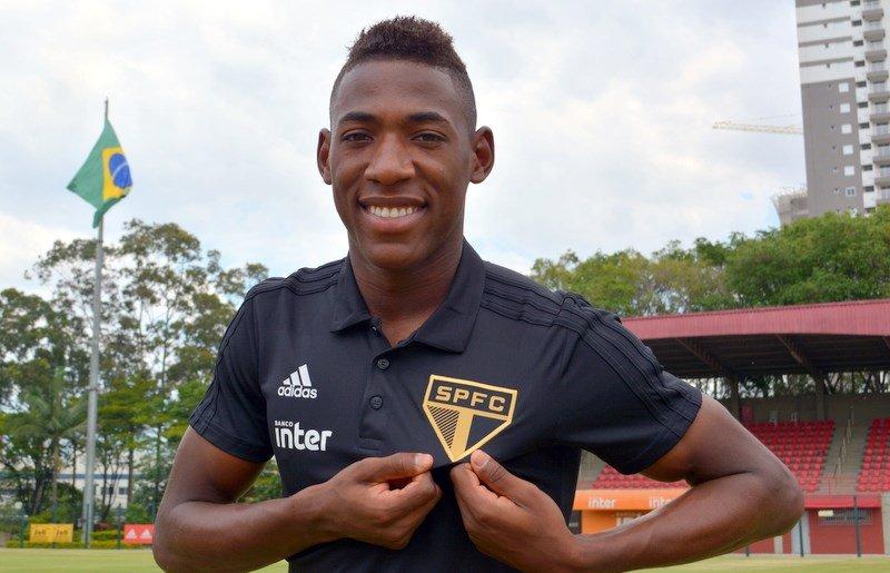 a2f8898071 Agora é oficial! São Paulo anuncia a contratação do lateral-esquerdo ...