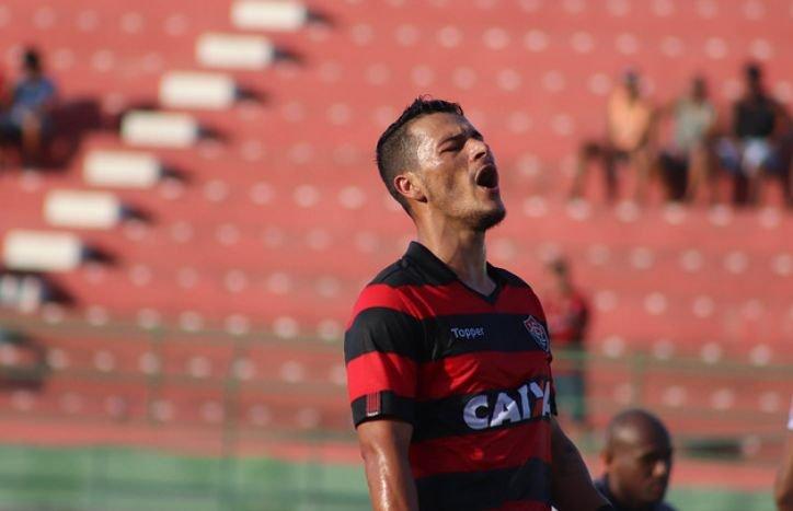 a05a64940e América-MG confirmou que negocia a contratação do atacante Jonatas Belusso  para reforçar o elenco do Coelho na temporada 2019. O jogador pertence ao  Vitória ...