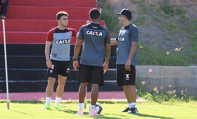 Marcelo Chamusca comanda treino em dois períodos no Barradão ... 731cec0707600