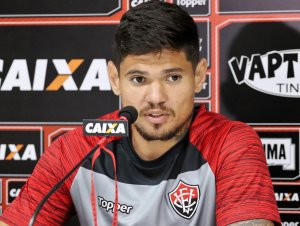 Léo Ceará comenta críticas da torcida e mudança de posição ae79cc35f6107
