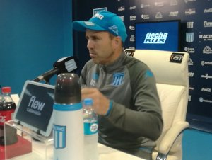 Em coletiva, técnico do Racing fala sobre proposta do Inter