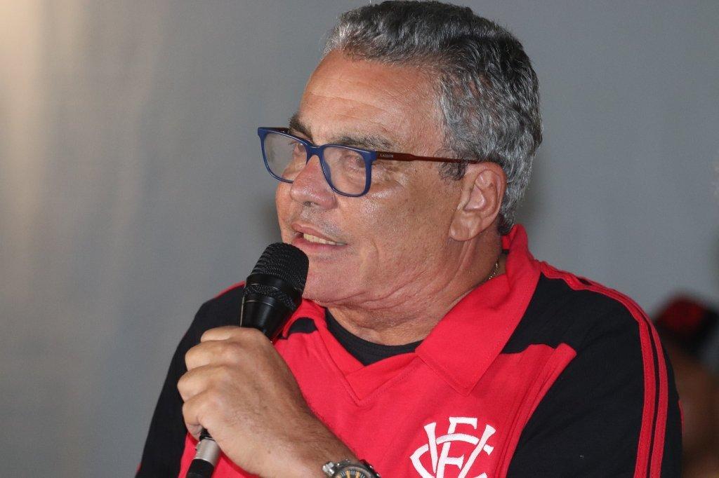 Insatisfeito com empate com a Juazeirense, Paulo Carneiro ameaça árbitros  do Campeonato Baiano - Notícias - Galáticos Online
